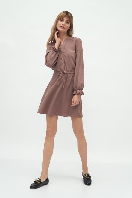Nife  Wiskozowa sukienka wiązana w talii w kolorze mocca - S171 Платье Мокка оптом