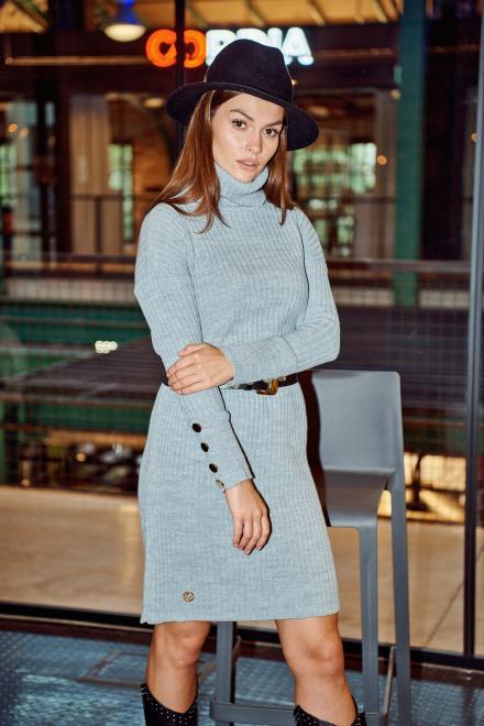 Lemoniade  Swetrowa prążkowana sukienka z golfem i guzikami LS311 jasnoszary Платье Светлосерый оптом