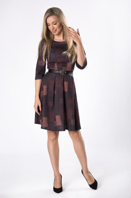 DARTEX  dzianinowa sukienka o rozkloszowanym kroju z paskiem M81924 Платье Multikolor оптом