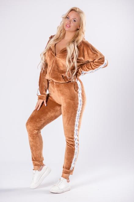 M&M  welurowy komplet z ozdobnymi lampasami M81401 Трикотажные брюки Бежевый оптом