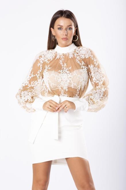 ARIANA  dopasowana sukienka z tiulową górą z koronką i wiązaniem w pasie M81070 Платье Кремовый оптом