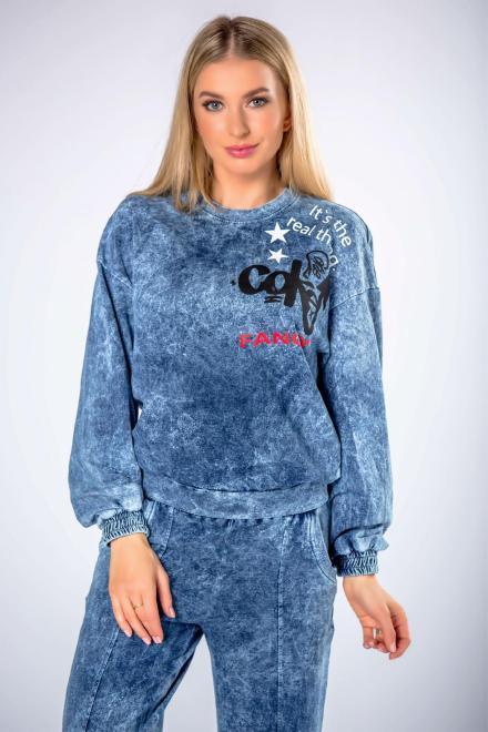 STELLA VERA  bawełniana bluza z efektem spranego jeansu oraz z nadrukiem na biuście M82111 Блуза Голубой оптом