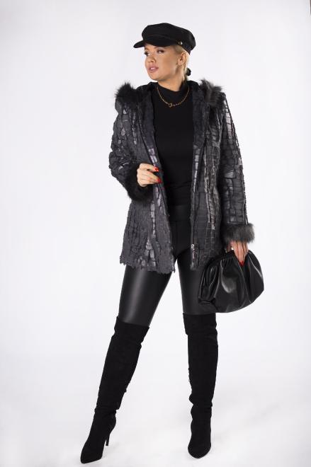 MODUSS  futerkowa kurtka z kapturem i ozdobnym tłoczeniem M81862 Регулар Серый оптом