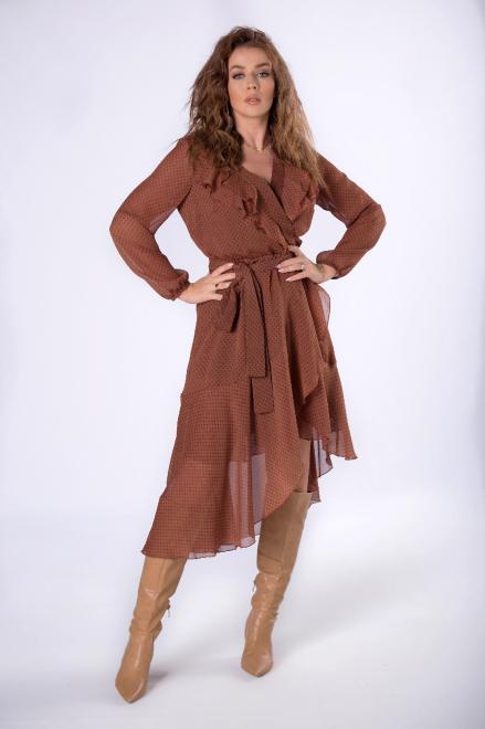 STELLA VERA  tiulowa sukienka z kopertowym dekoltem, falbankami na biuście i asymetrycznym dołem M80655 Платье Коричневый оптом
