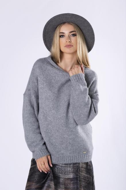 sweter z dekoltem w łódkę M82237 Свитер Серый оптом
