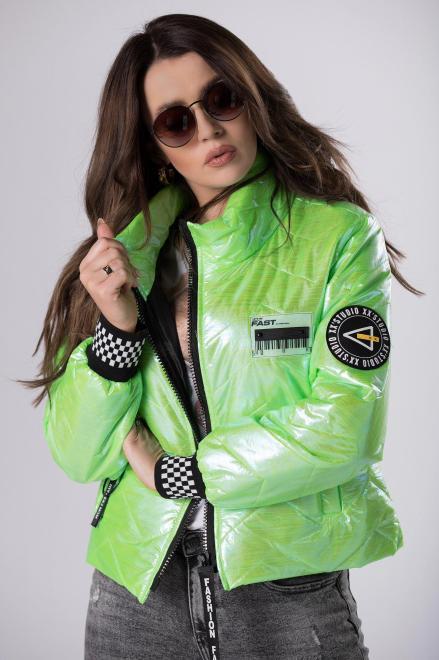 STELLA VERA  krótka kurtka z holograficznym połyskiem  M83205 Регулар Зеленый оптом