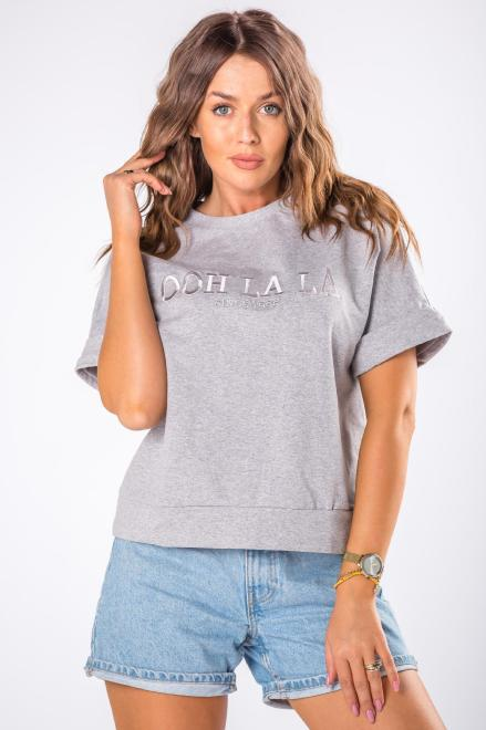 OOH LA LA  bluza z krótkim rękawem i wyszywaną aplikacją M80497 Блуза Серый оптом