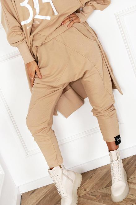MISS CITY OFFICIAL  dresowe spodnie z obniżonym krokiem M83652 Брюки Бежевый оптом