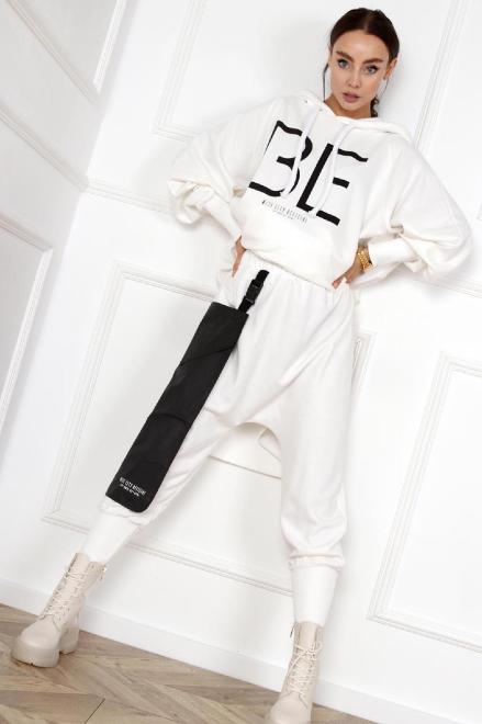 MISS CITY OFFICIAL  dresowe spodnie z obniżonym krokiem M83704 Брюки Кремовый оптом