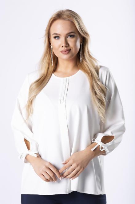 OPAL  elegancka bluzka z biżuteryjną ozdobą na biuście, zakładką z przodu i wiązaniami przy mankietach M61650 Блузки +Size Кремовый оптом