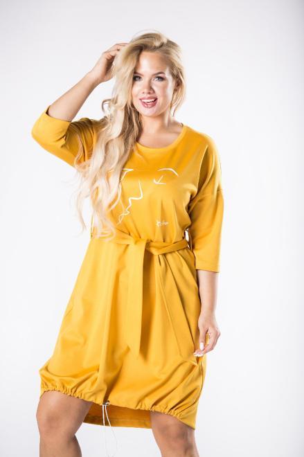 ROXANA  dzianinowa sukienka z wiązaniem w pasie, nadrukiem na biuście oraz ściągaczem na dole M81595 Платья +Size Желтый оптом