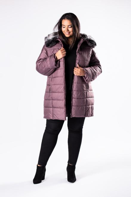 Bergamo  pikowana kurtka z kapturem obszytym futerkiem M81109 Куртка +Size Фиолетовый оптом