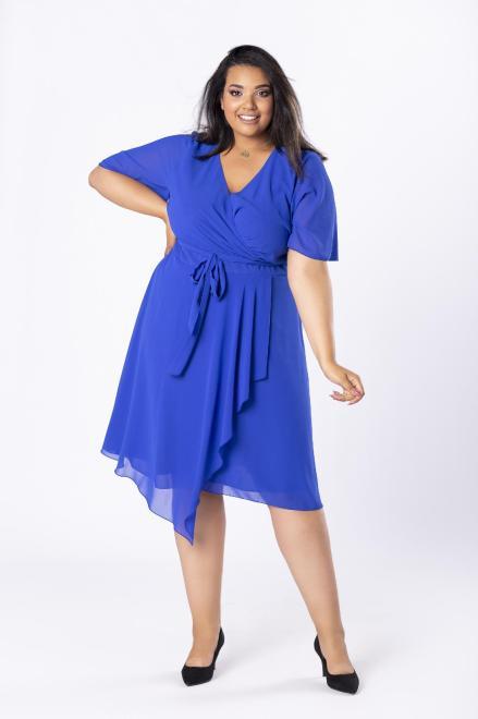 INTER - IREX RENATA  tiulowa sukienka z kopertowym dekoltem, wiązaniem w pasie i asymetryczną falbaną z przodu M80948 Платья +Size Голубой оптом