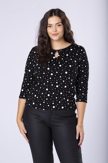 HALINA  dopasowana bluzka w kropki z rozcięciem i błyszczącą ozdobą przy dekolcie M82004 Блузки +Size Черный оптом